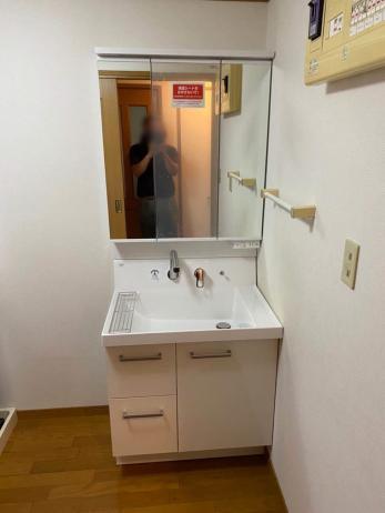 水漏れが解消し、すっきりした洗面台に