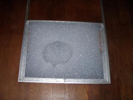 床下点検口も薬剤の泡でいっぱいになりました。消毒完了です!