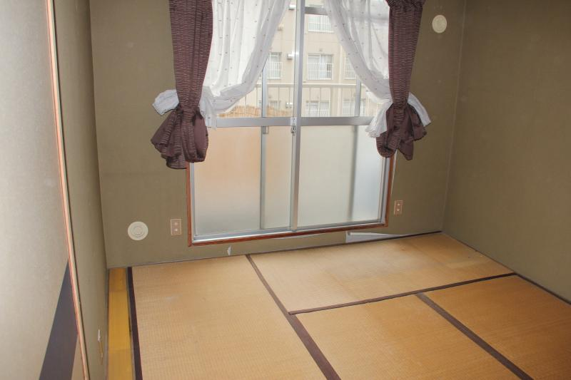 以前は畳で少し暗かったお部屋も・・・