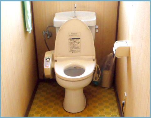 トイレも古くなってきたので改修です!