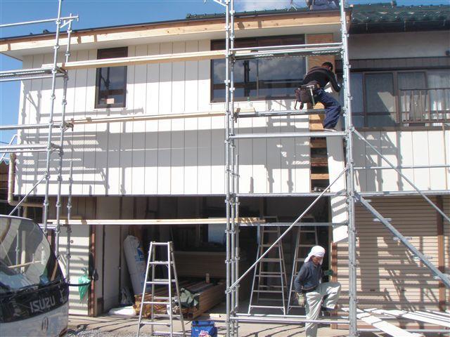 既存住宅に合う外壁材を施工しています。