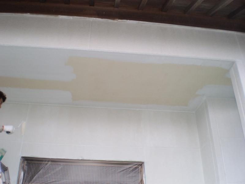 下塗り中です。